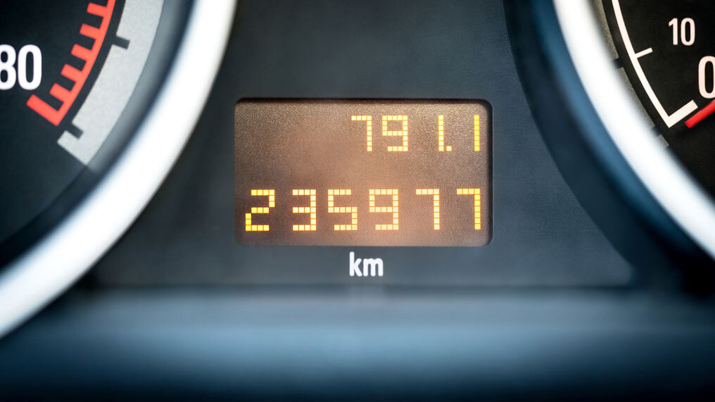 A car's mileage is shown.